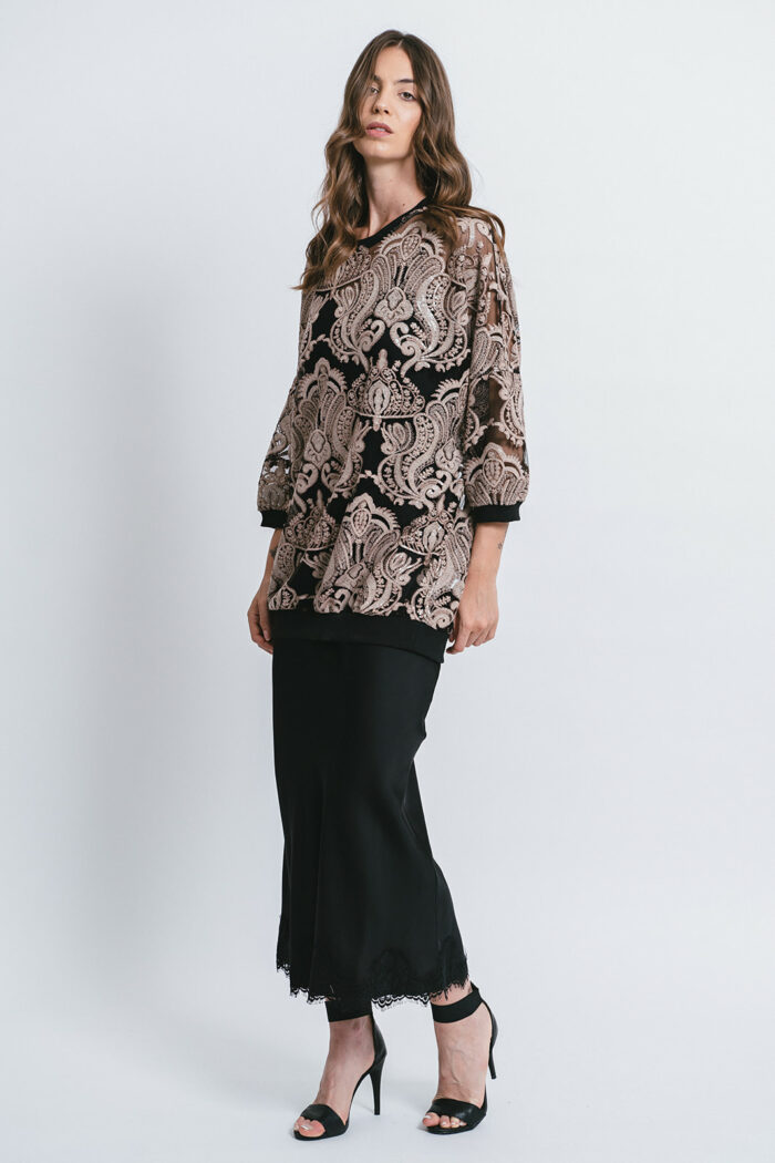 Long sleeve top with embroidery