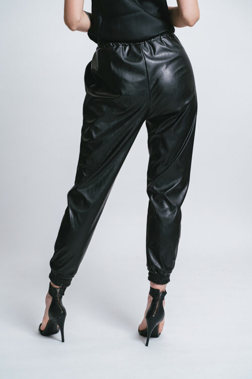 "Pantalone ""jogging"" in eco-pelle"