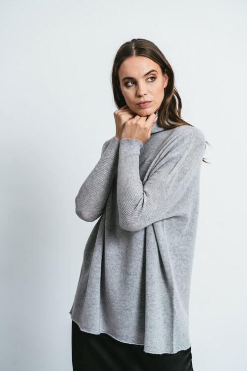 Maglia over collo alto 100% cashmere