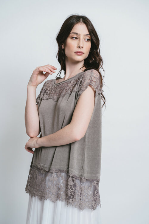 Poncho-top with lace