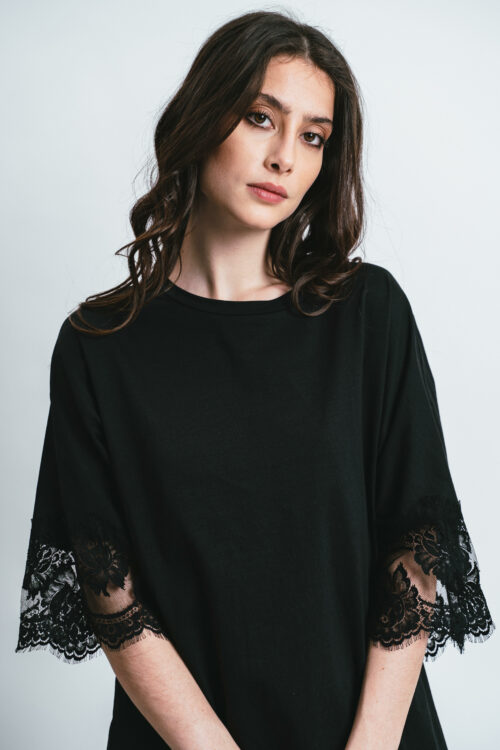 T-shirt oversize con pizzo Andrea