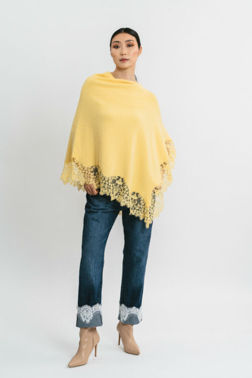 Poncho with lace