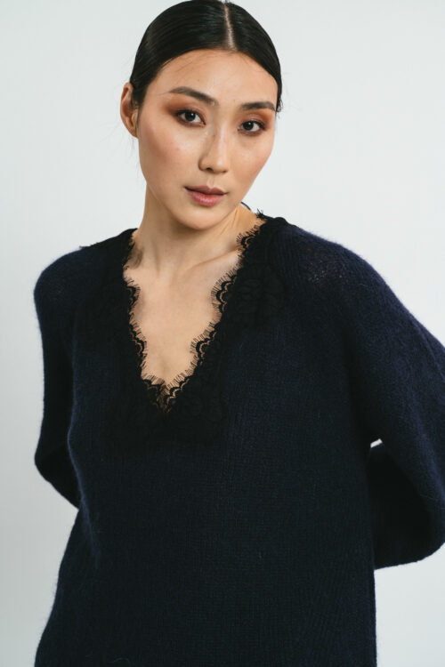 Over sweater with lace