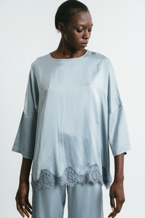 Over T-shirt with lace