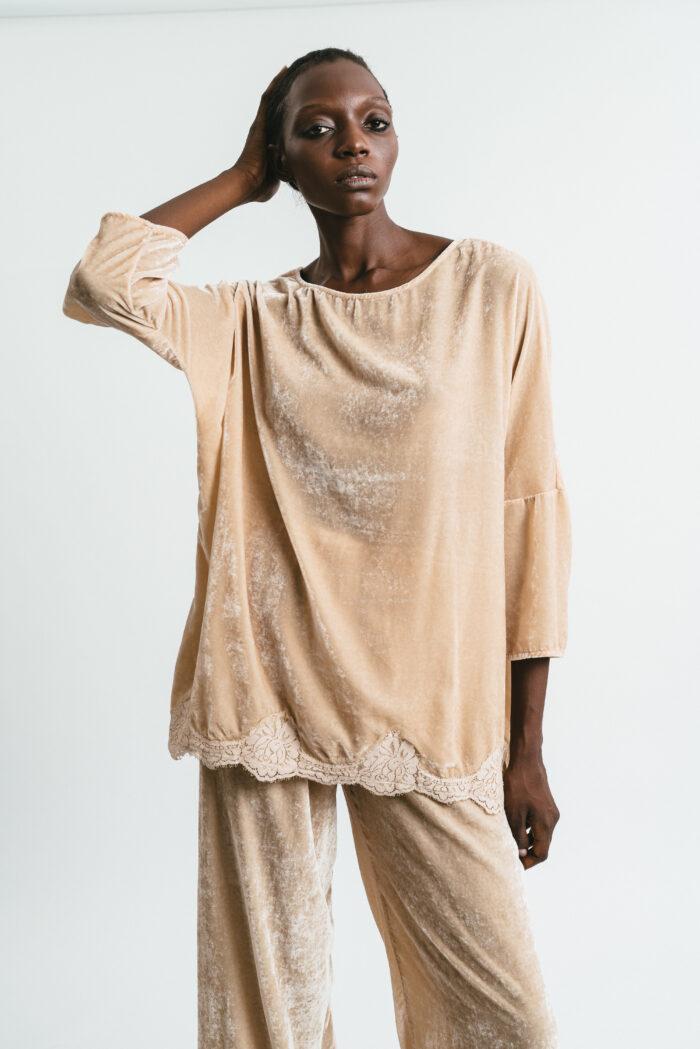 Over velvet T-shirt