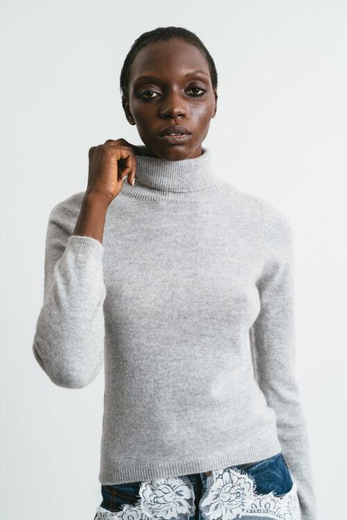 100% cashmere turtleneck sweater